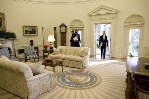 WhiteHouseoval-office-2009-obama-first-day